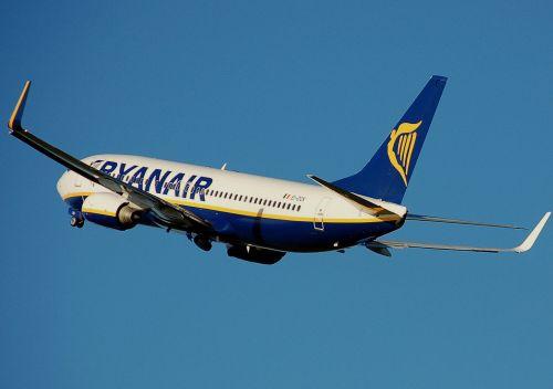 Más de la mitad de los turistas que llega a España lo hace con compañías aéreas de bajo coste