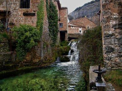 Orbaneja del Castillo, pueblo y agua. Seguimos en Burgos.