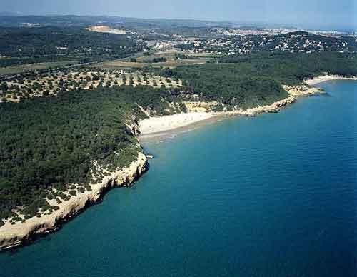 Playas nudistas de Tarragona. Escapadas fin de semana naturistas. Verano